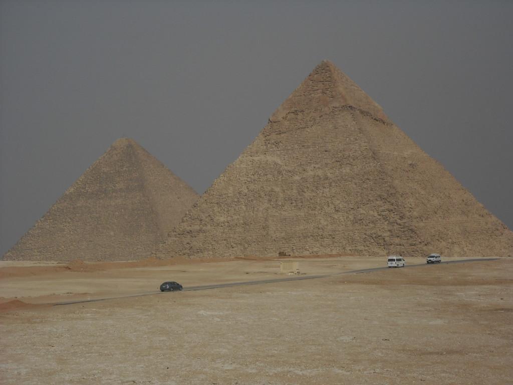 Kairo - Die Pyramiden von Gizeh und ihre Bewacherin - Reiseblog Gecko Footsteps