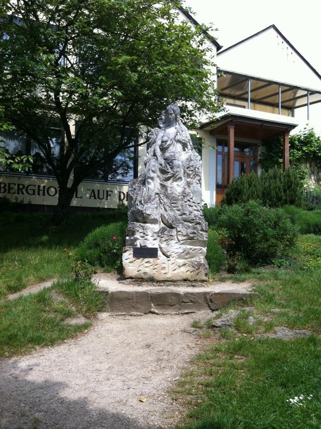 Loreley Statue auf dem Felsen