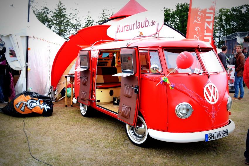 Somersby Midsummer Bulli Festival roter Bulli