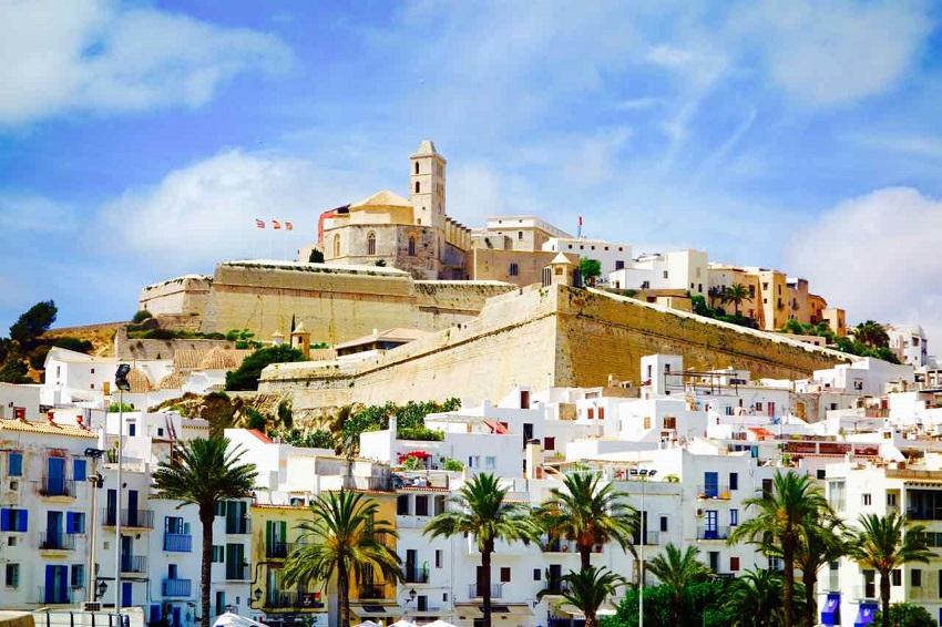 Ibiza Eivissa mit Burg_Peterstravel
