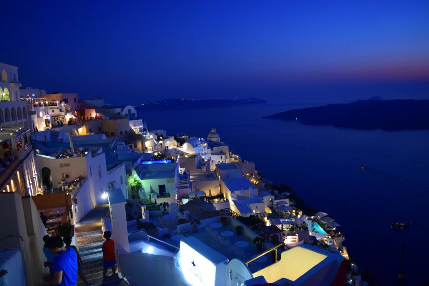 Santorini Fira abends
