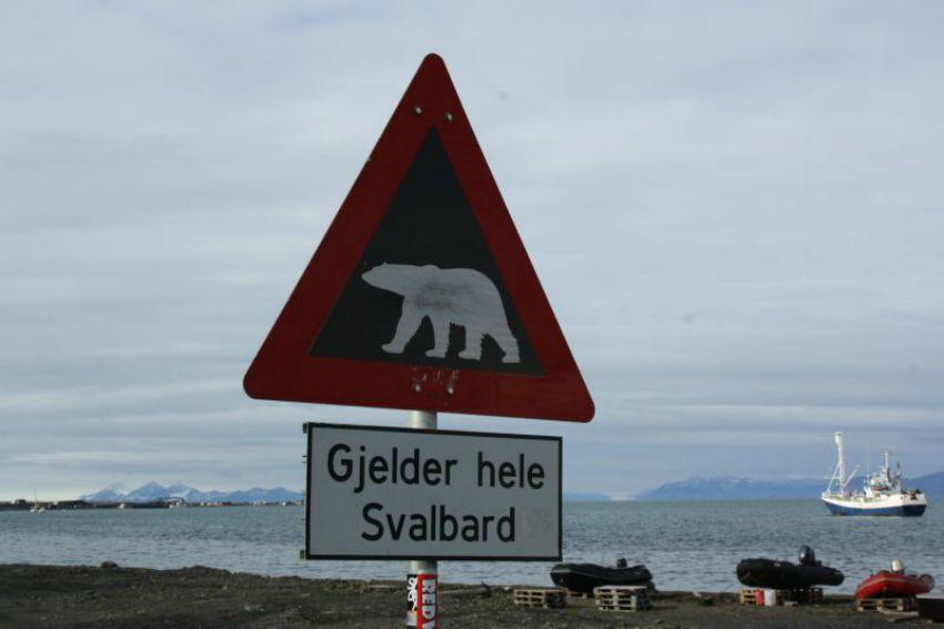 Svalbard Schild_Family4Travel