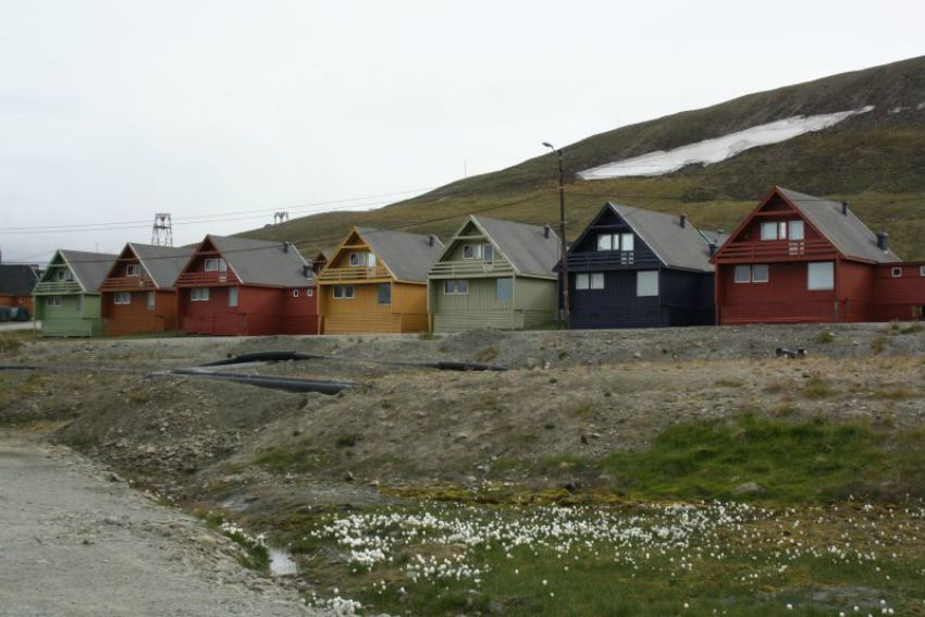 Svalbard Stadt_Family4Travel