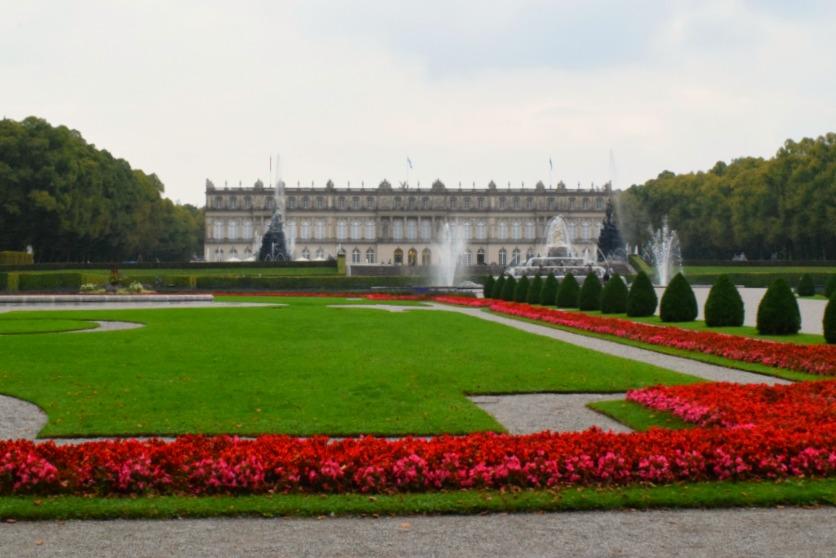 Chiemsee Herreninsel Schloss Herrenchiemsee mit Garten