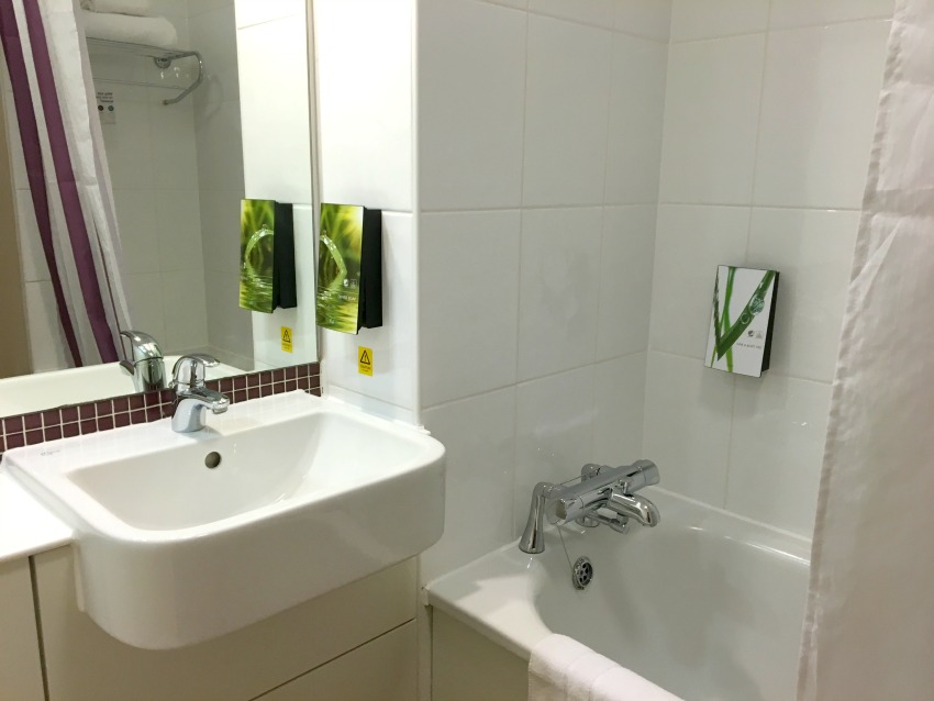 Premier Inn London County Hall Badezimmer