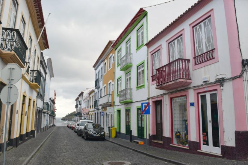 Azoren Unterwegs auf Terceira Häuser von Angra do Heroísmo