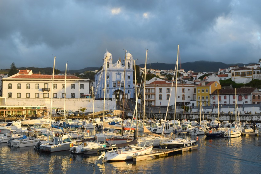 Azoren Unterwegs auf Terceira Hafen von Angra do Heroismo