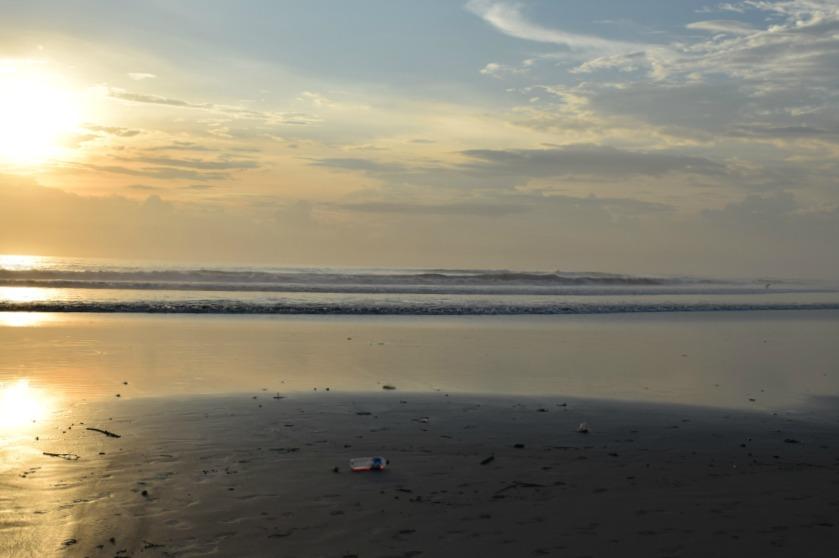 Meine Bali Tops & Flops Müll am Strand