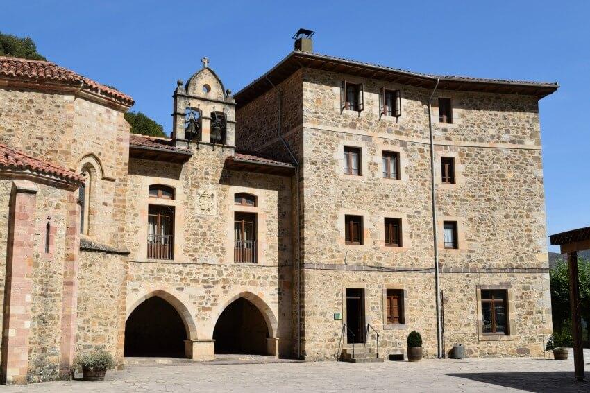 Picos de Europa - Kloster Santo Tiribio de Liebana