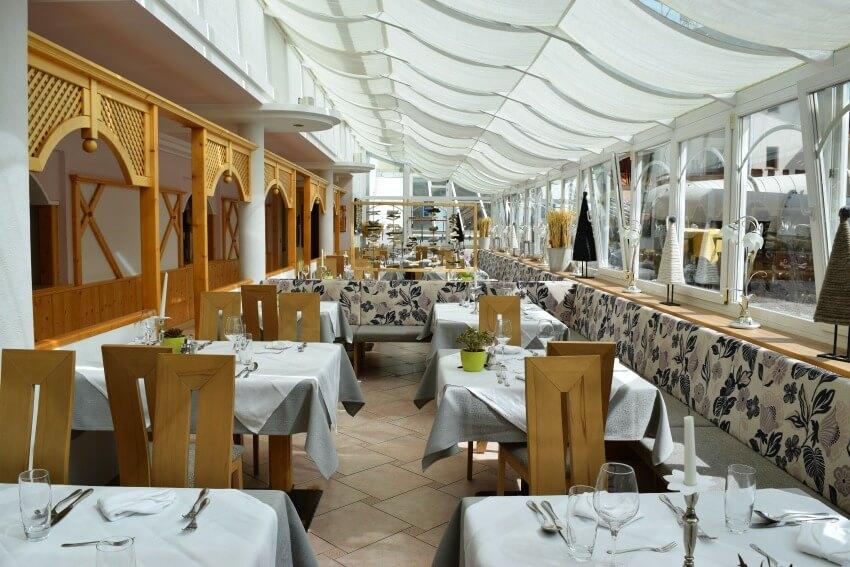 Hotel Schneeberg Family Resort Spa Essbereich Wintergarten