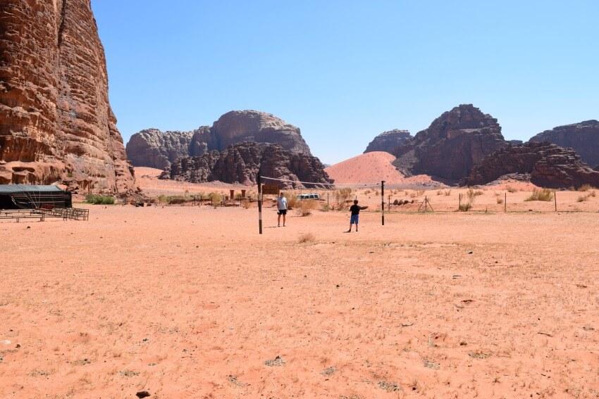 Impressionen von der Wüste Wadi Rum Federball im Camp