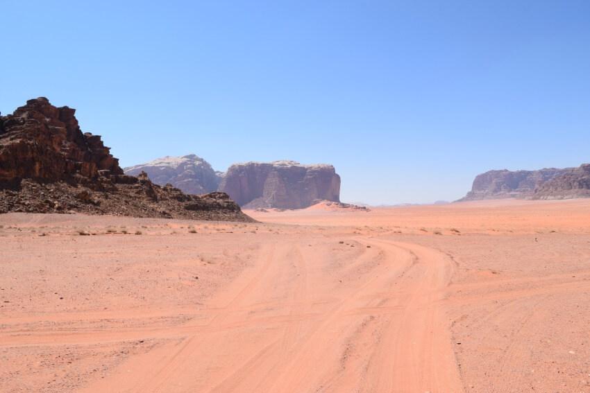 Impressionen von der Wüste Wadi Rum Weg zum Camp