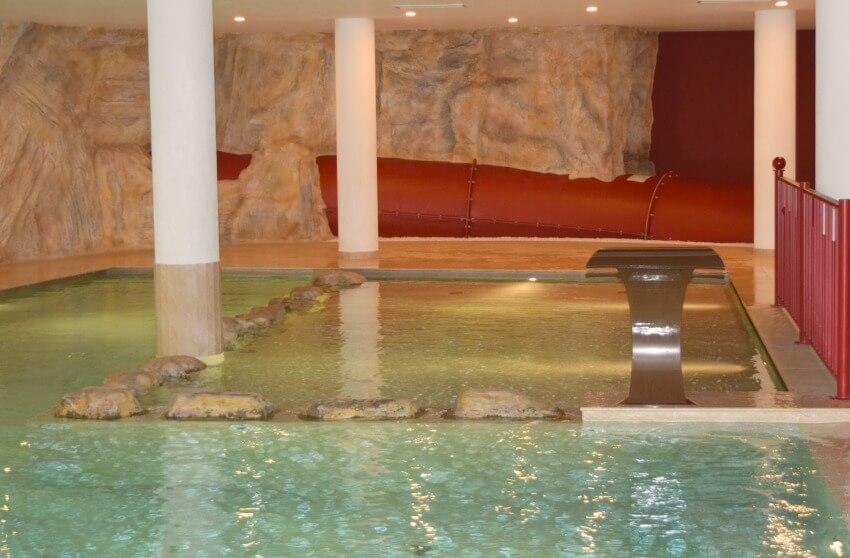 Hotel Almina im Jaufental Poolbereich Kinder