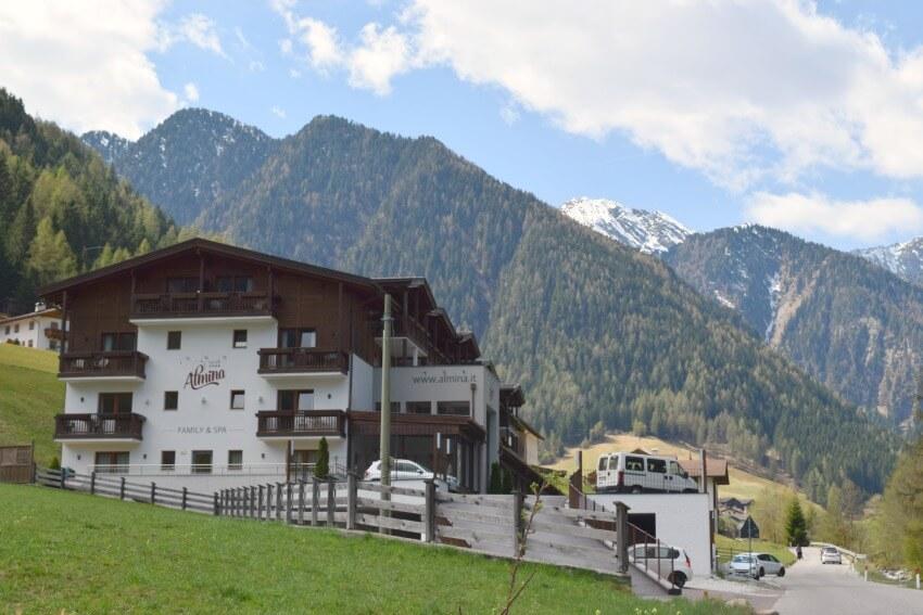 Hotel Almina im Jaufental außen