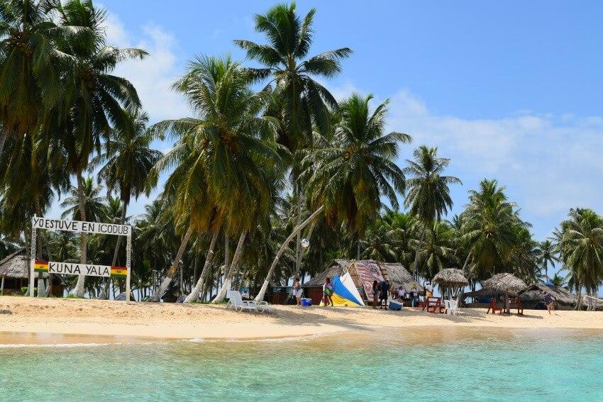 San Blas Inseln Isla Aguja vom Wasser