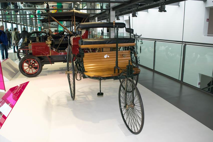 Autohaus Wolfsburg mit Familie - Automuseum