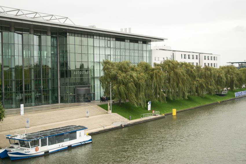 Autostadt Wolfsburg mit Familie - Eingang