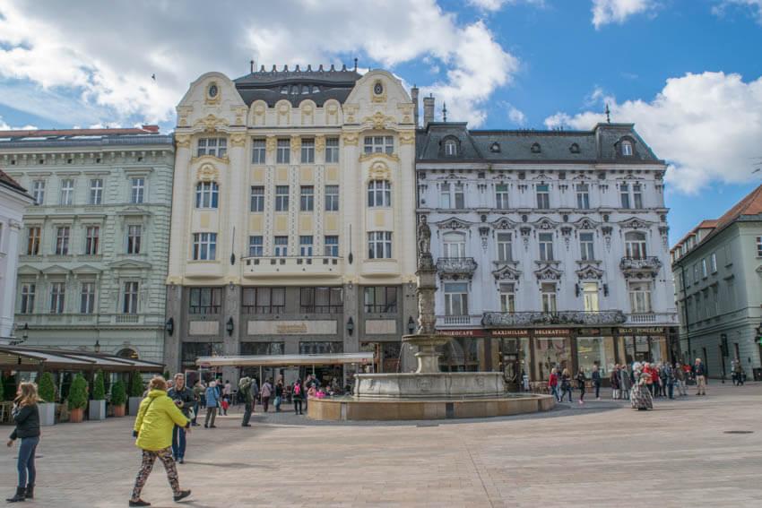 Bratislava Hauptplatz mit Rolandbrunnen