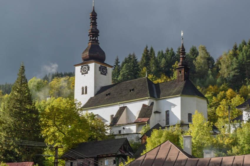 Spania Dolina Kirche