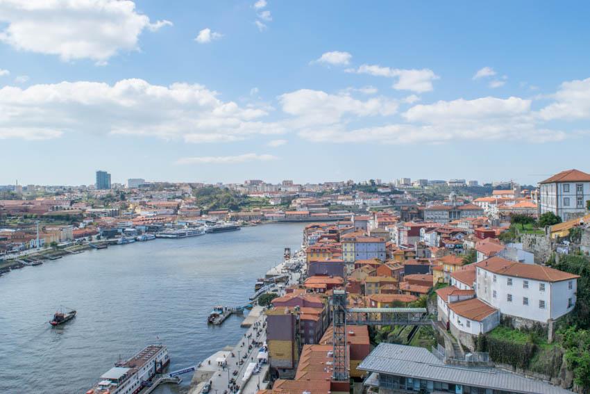 Blick auf Porto von Brücke Dom Luis I