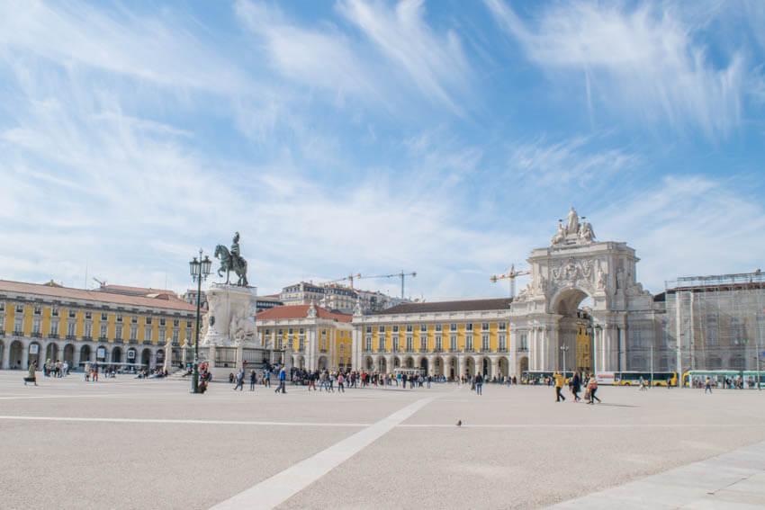 Lissabon Praca de Comércio mit Triumphbogen