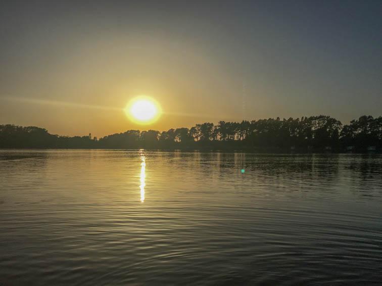 Floßfahrt auf der Mecklenburgischen Seenplatte Sonnenuntergang