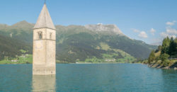 Der versunkene Kirchturm im Reschensee